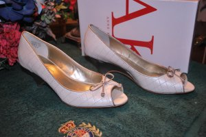 (New) Anne Klein  (MSRP) $79.00  Size 7 1/2 -*Save $50.00*
