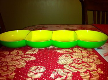 Tupperware NEW chic snack tray, serving, dining, appetizer-- Green