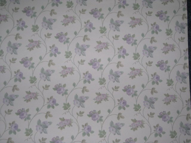 Lilac flowers vined wallpaper