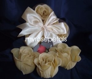Scented Rose Shaped Soaps in Heart Box - Ivory - with Satin Ribbon- Wedding Favors
