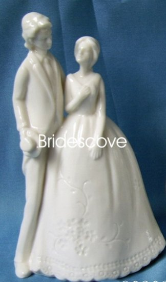 Porcelain Wedding Bride and Groom Cake Topper - Wedding Decoration / Gift - (HS90303)