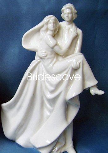 Porcelain Wedding Bride and Groom Cake Topper - Wedding Decoration / Gift - (HS90314)