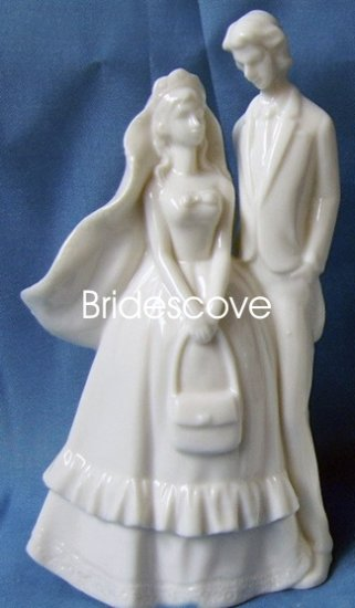 Porcelain Wedding Bride and Groom Cake Topper - Wedding Decoration / Gift - (HS90307)