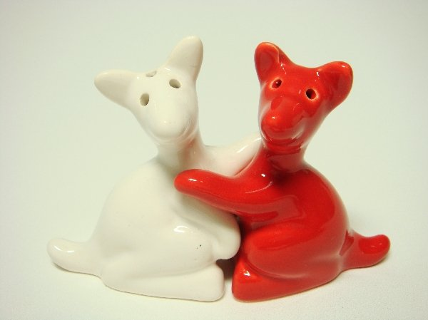 Ceramic salt pepper shakers red white kangaroo hug - Salt and pepper hug ...