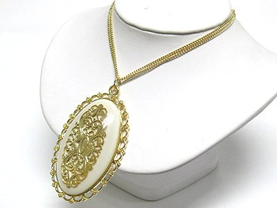 Metal filigree oval pendant (C1245WH-22531)