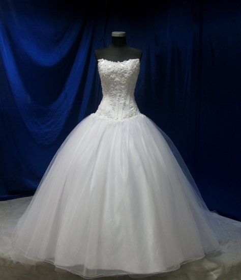 Sexy strapless bodice Artful embellished embroidery  ball wedding gown evening address