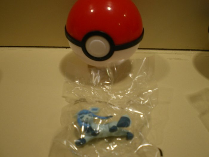 Pokemon Glaceon Chupa Figure