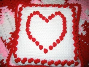 VALENTINE'S AFGHAN AND MATCHING HEART PILLOW HANDMADE CROCHET CROCHETED