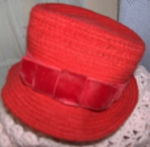 Everitt  vintage hat - red wool with velvet ribbon trim cloche hat