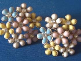 poured plastic and Rhinestone clip earrings 1950's - pastel flowers on goldtone