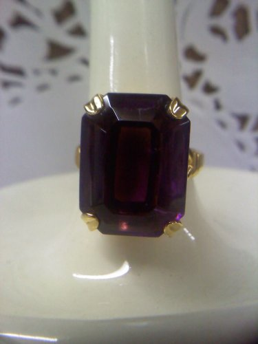 purple amethyst color emerald-cut goldtone ring size 8 1/2