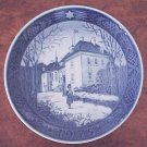 "1975 ROYAL COPENHAGEN ""Queen's Palace"" Danish Blue White CHRISTMAS PLATE FREE SHIPPING"