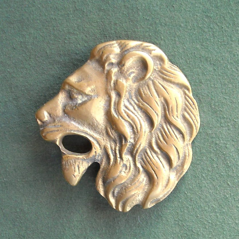 Vintage solid brass lion belt buckle