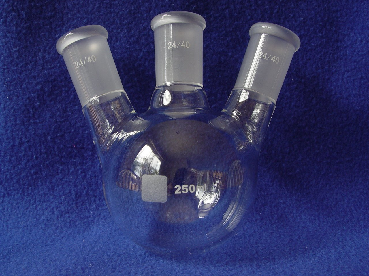 3-NECK ROUND BOTTOM FLASK 24/40 250ML angeled high quality heavy duty