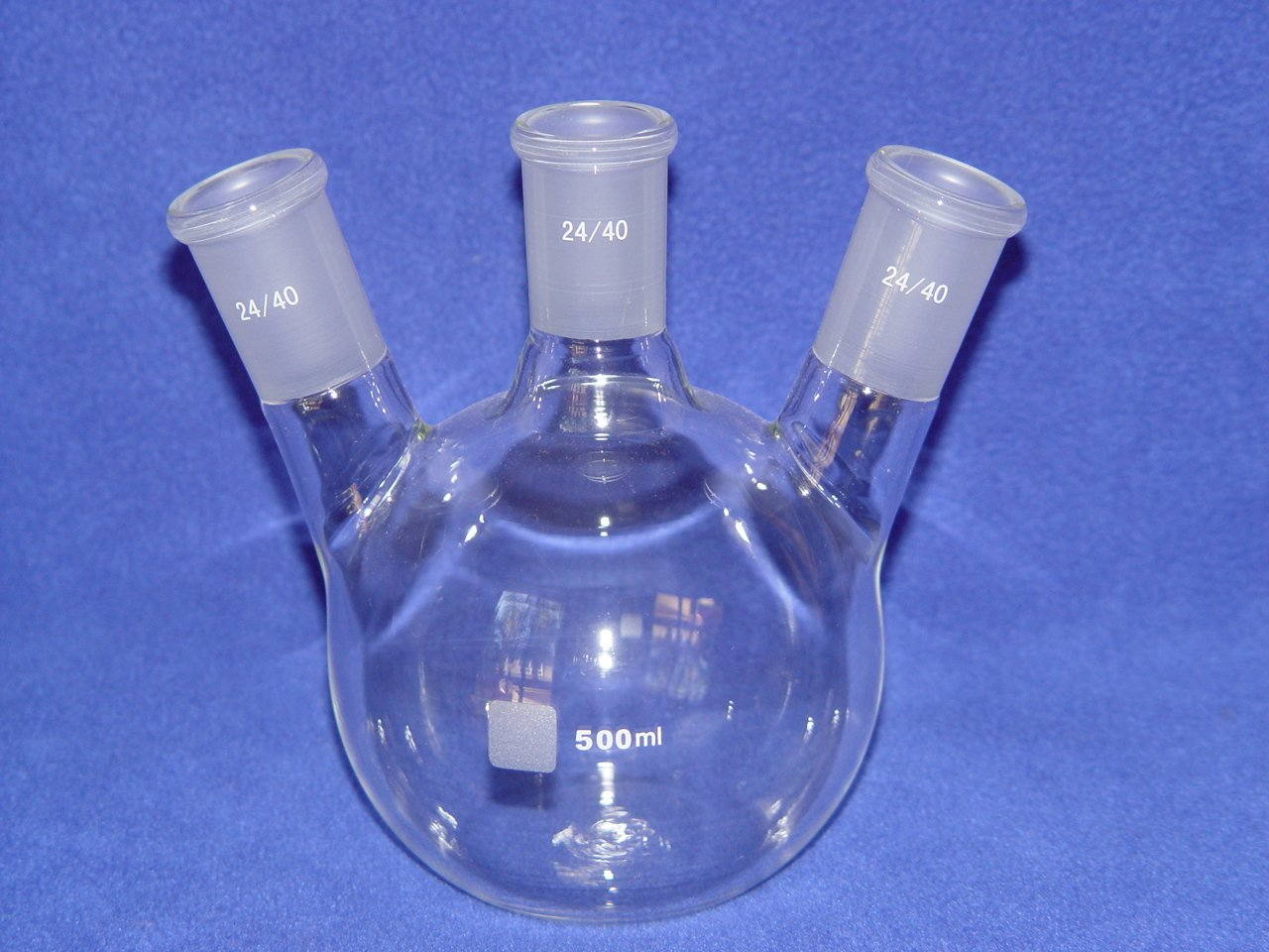 3-neck Flat bottom boiling flask: 24/40, 500ml, angled