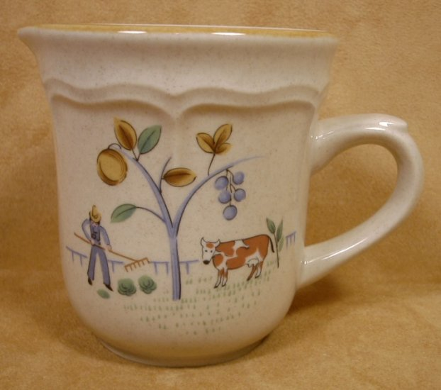 INTERNATIONAL CHINA HEARTLAND CREAM OR SYRUP PITCHER