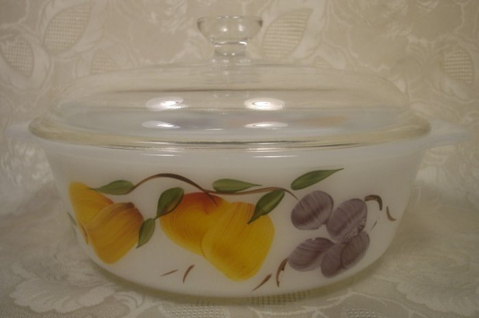 FIREKING GAY FAD FRUIT COVERED CASSEROLE BOWL 1.5 QT.