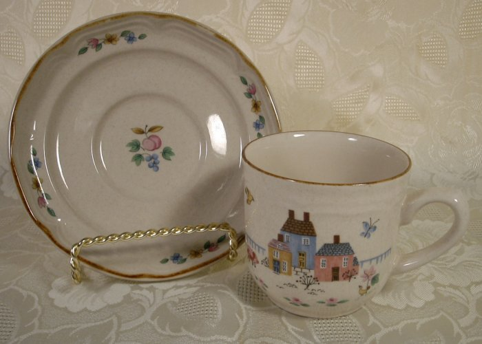 INTERNATIONAL CHINA HEARTLAND CUPS & SAUCERS - 4 SETS