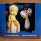 LOONEY TUNES TWEETY & SYLVESTER SALT & PEPPER SET *NIB*