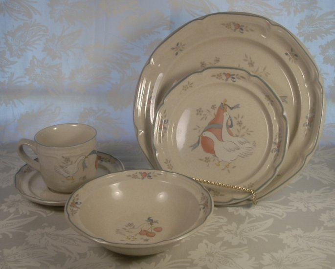 INTERNATIONAL CHINA MARMALADE GEESE 5 PC PLACE SETTING