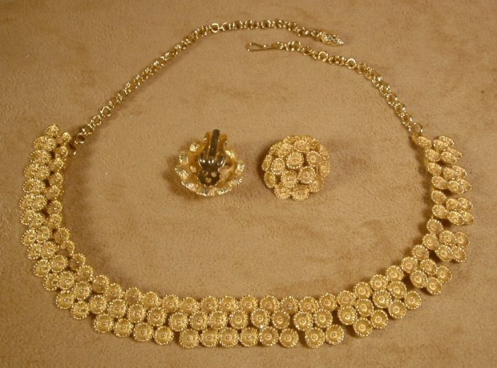 VINTAGE GOLDTONE FLORAL CHOKER W/CLIP EARRINGS *SHIPS FREE*