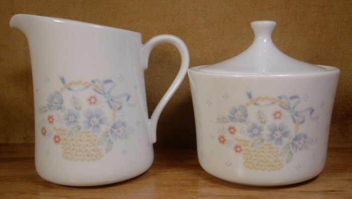 CORNING CORELLE COUNTRY CORNFLOWER CREAM & SUGAR SET