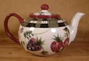 ONEIDA KITCHEN STRAWBERRY PLAID 1½ QT. TEAPOT *EUC*