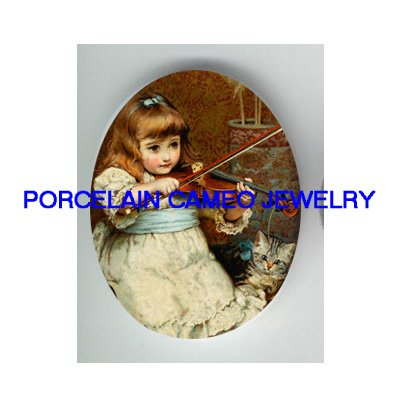 VICTORIAN GIRL PLAYING MUSIC VIOLIN TO KITTY CAT * UNSET CAMEO PORCELAIN CABOCHON
