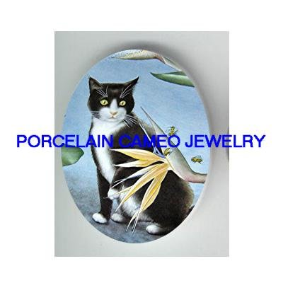 BLACK WHITE CAT WITH BEE* UNSET CAMEO PORCELAIN CABOCHON