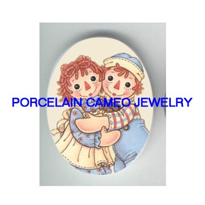 RAGGEDY ANN AND ANDY HUGGING UNSET PORCELIAN CAMEO CAB