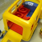 Mattel Fisher Price L'il Movers School Bus with Little People 2001 (HB32)