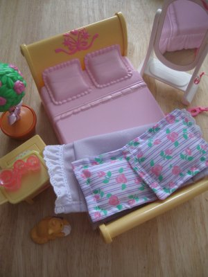 Loving Family Parents Bedroom Set By Fisher Price Mattel 2002 (HC10)