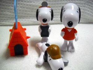 Peanuts Four Assorted Snoopy Dogs Plastic Kids Meal Toys By Burger King (HC44)