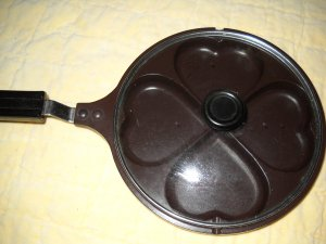 Valentine Heart Teflon Pan with Clear Lid (HC44)