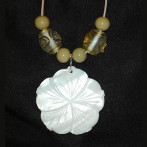 White Shell Flower Yellow Adorned Glass Focal Bead Necklace  Handcrafted Silver Tone LKJ