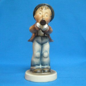 "HUMMEL ""SERENADE"" FIGURINE - MOLD 85/0 - TMK3 - 5.0 INCHES"