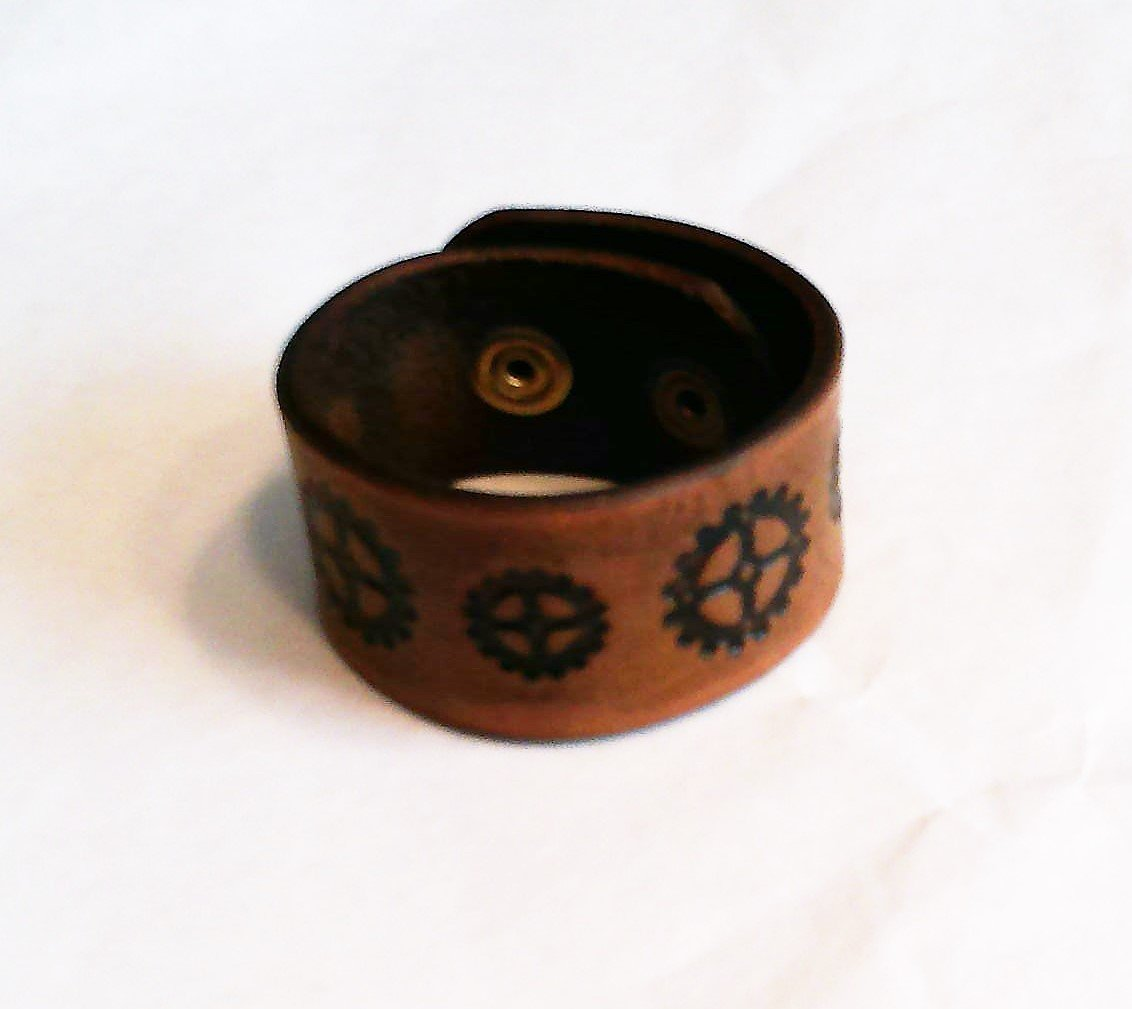 Med Brown Steam Punk Wristband - Gear Pattern B0001