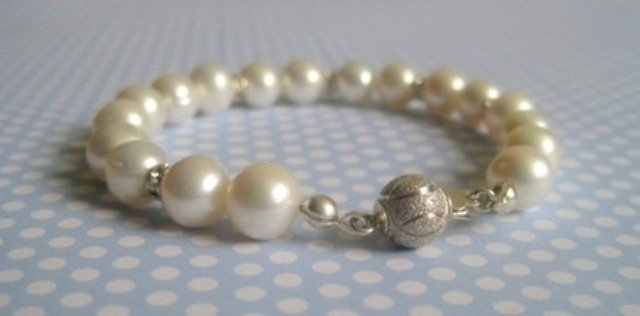 Handcrafted Classic Pearl Bracelet with Swarovski Crystals SOPHIE by Rivkas Collections