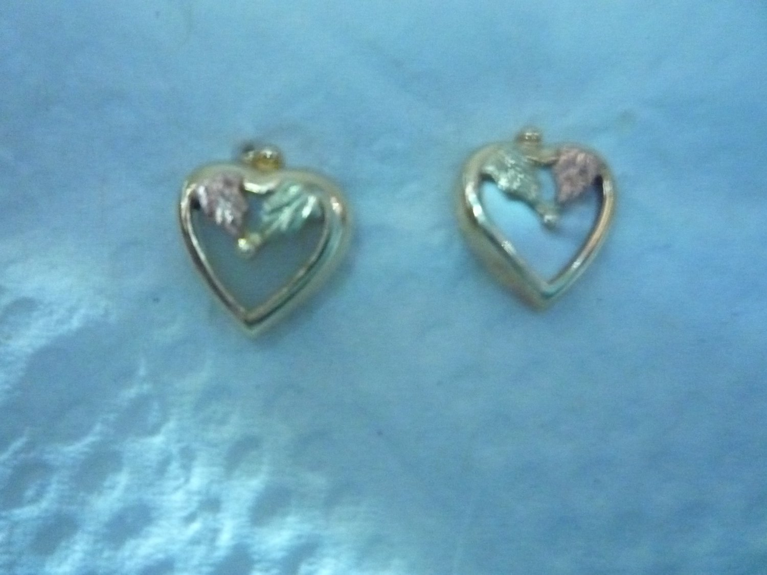 Blackhills gold heart earrings with mother of pearl