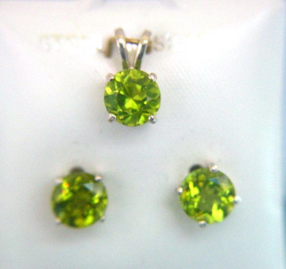 ROUND CUT CHINESE PERIDOT PENDANT AND EARRINGS