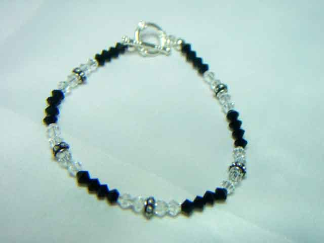 BLACK AND WHITE SWAROVSKI CRYSTAL BRACELET