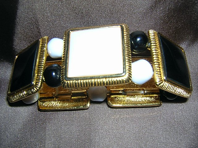 Liz Claiborne stretch bracelet black whte ceramic tile gold plate ll1932
