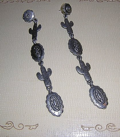 J J long dangling southwest cactus earrings pewter pierced vintage jewelry ll2033