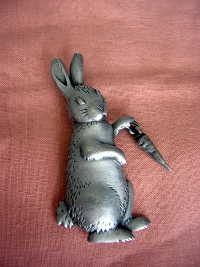 Vintage JJ rabbit dangling carrot brooch or pin cute pewter ll1969