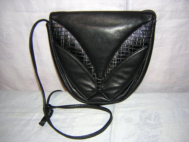 Black leather shoulder bag Elegance Canada unused vintage ll1577