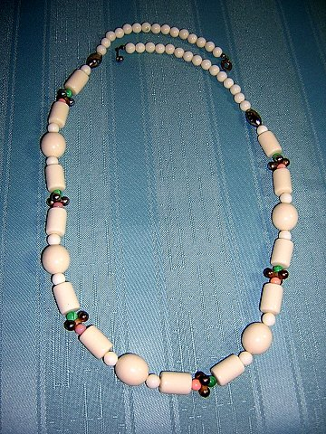 Long necklace plastic beads pink green accents vintage jewelry ll2030