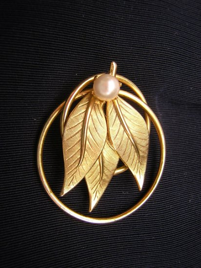 Vintage encircled leaves brooch pin cultured pearl 1950s era ll1954