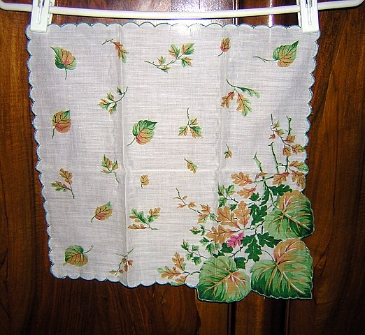Oak and grape leaves in autumn hanky shaped corner unused vintage ll1638