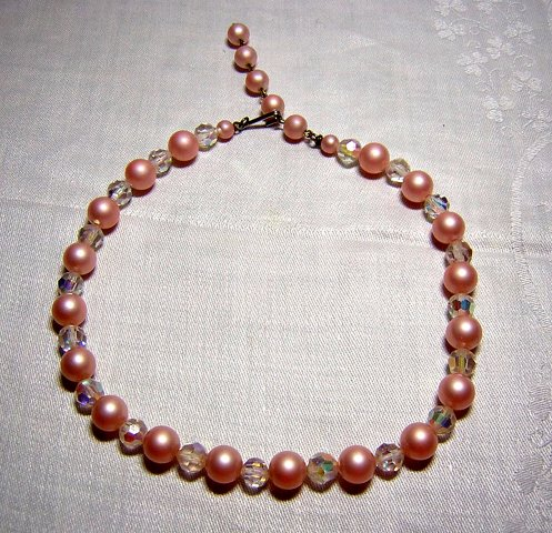 Lucite plastic bead choker necklace sweet pink vintage jewelry ll2024