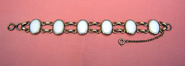 Vintage bracelet gold-tone links 6 white oval stations ll1912